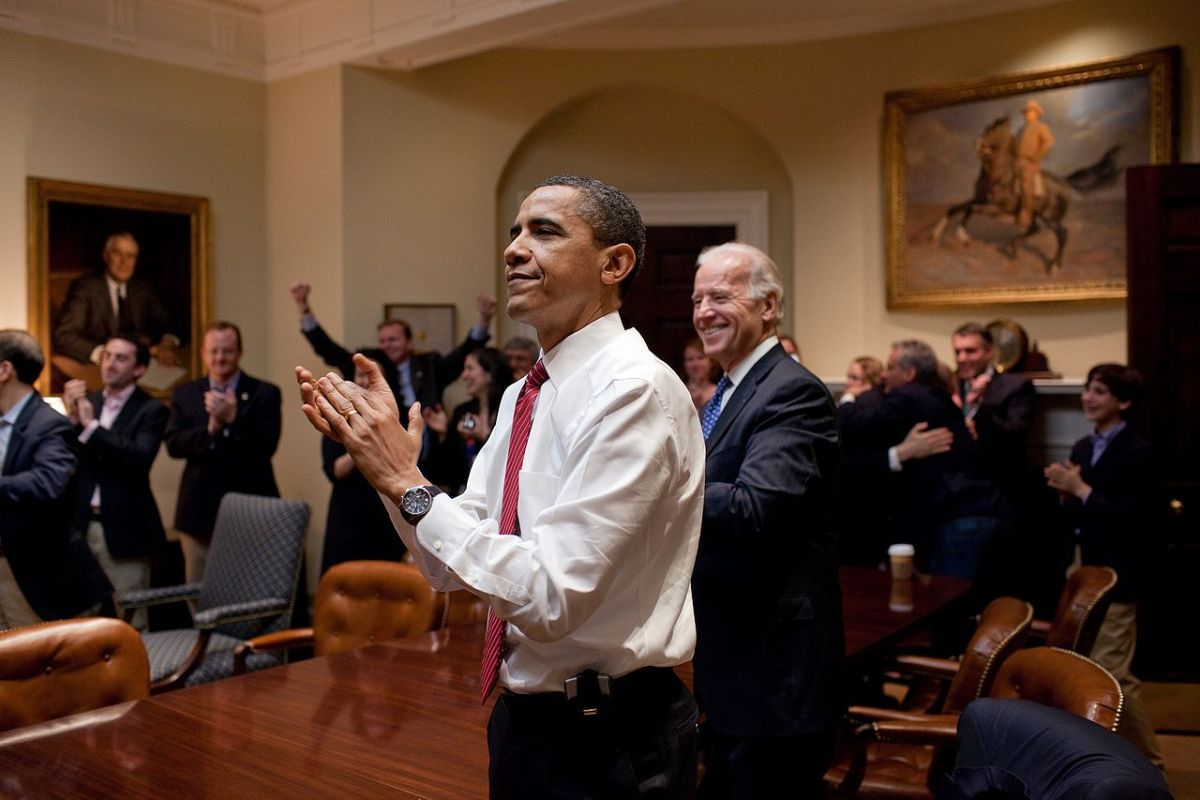 https://i1.wp.com/thesubmarine.it/wp-content/uploads/2017/01/1280px-Barack_Obama_reacts_to_the_passing_of_Healthcare_bill.jpg?fit=1200%2C800&ssl=1