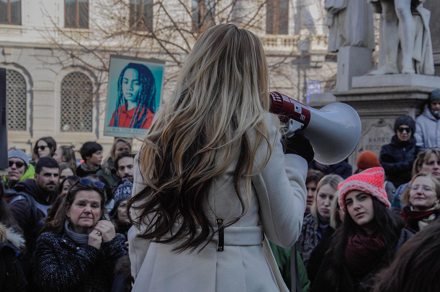 Anche a Milano le donne protestano contro Trump