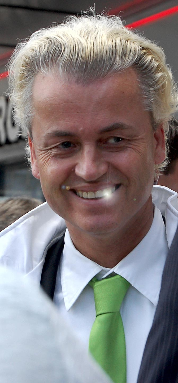 Geert Wilders, sorride mentre istruisce le forze del male