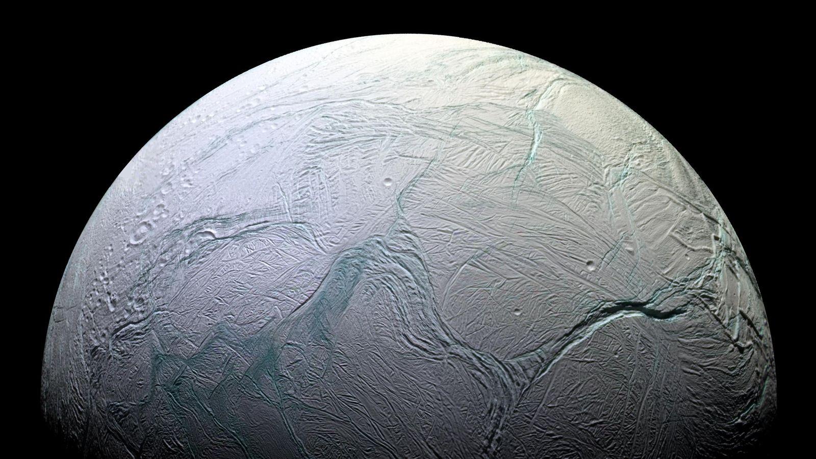 Gli oceani di Encelado potrebbero presentare condizioni adatte a forme di vita