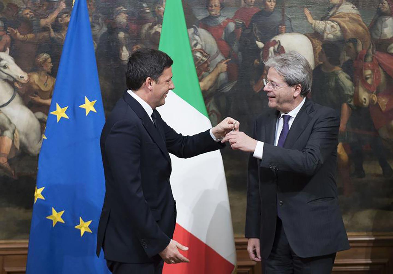 L'estate di Matteo Renzi: far fuori Gentiloni