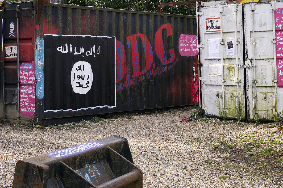 1200px-flag_of_islamic_state_st-romain-au-mont-dor