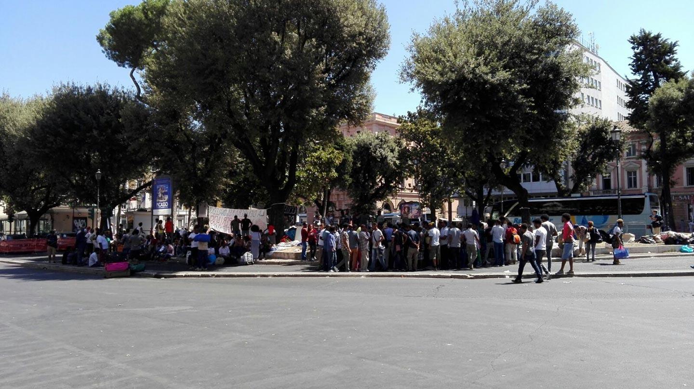 Perché 1000 rifugiati eritrei e etiopi sono rimasti per strada a Roma