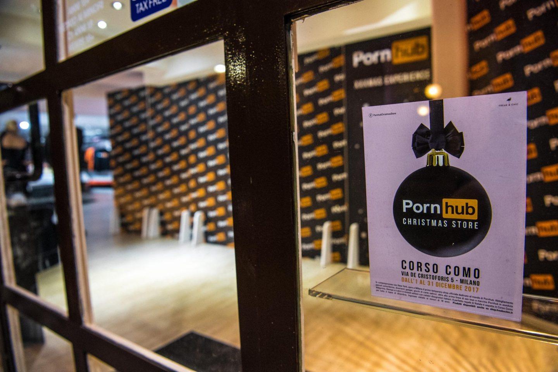 Dietro Pornhub e il suo negozio a Milano c'è un trust monopolista