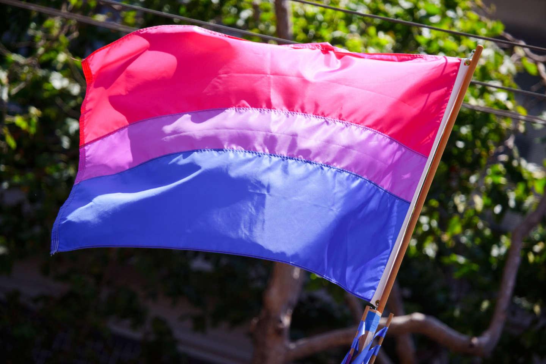 Bisogna rispondere alla cancellazione della bisessualità con maggiore visibilità