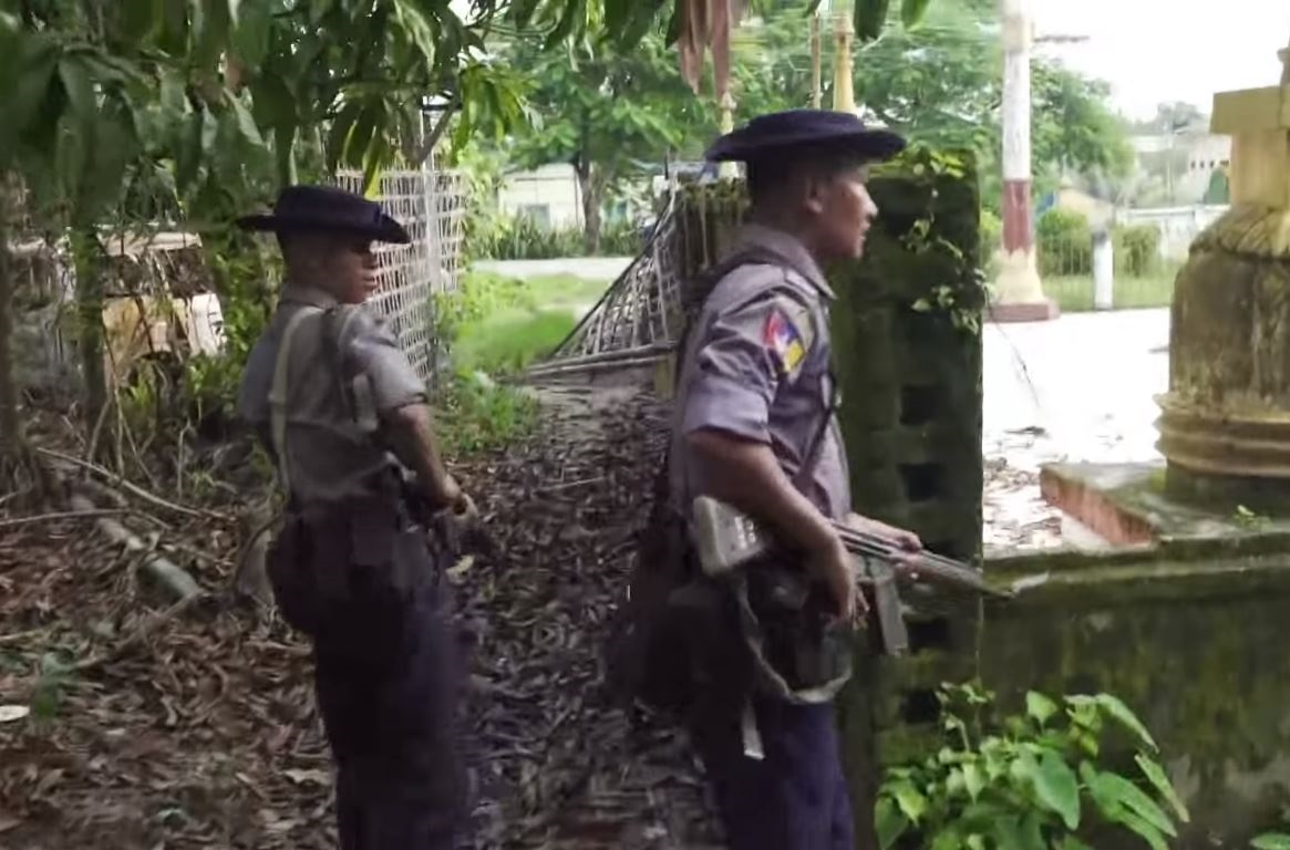 https://i1.wp.com/thesubmarine.it/wp-content/uploads/2018/01/Myanmar_police_patrolling_in_Maungdaw.jpg?fit=1165%2C768&ssl=1