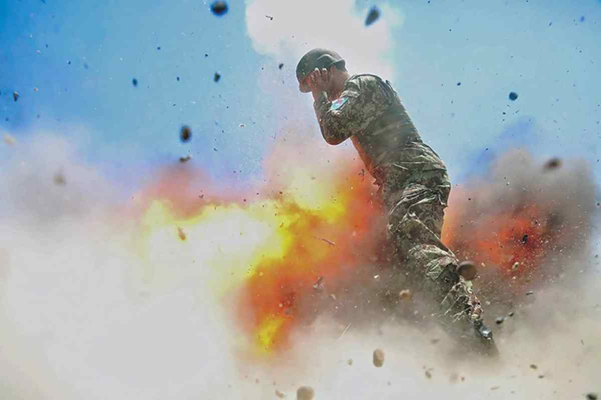 https://i1.wp.com/thesubmarine.it/wp-content/uploads/2018/02/Hilda-Clayton-photographed-the-explosion-that-killed-her-and-4-other-soldiers-in-Afghanistan-during-2013..jpg?fit=1200%2C800&ssl=1