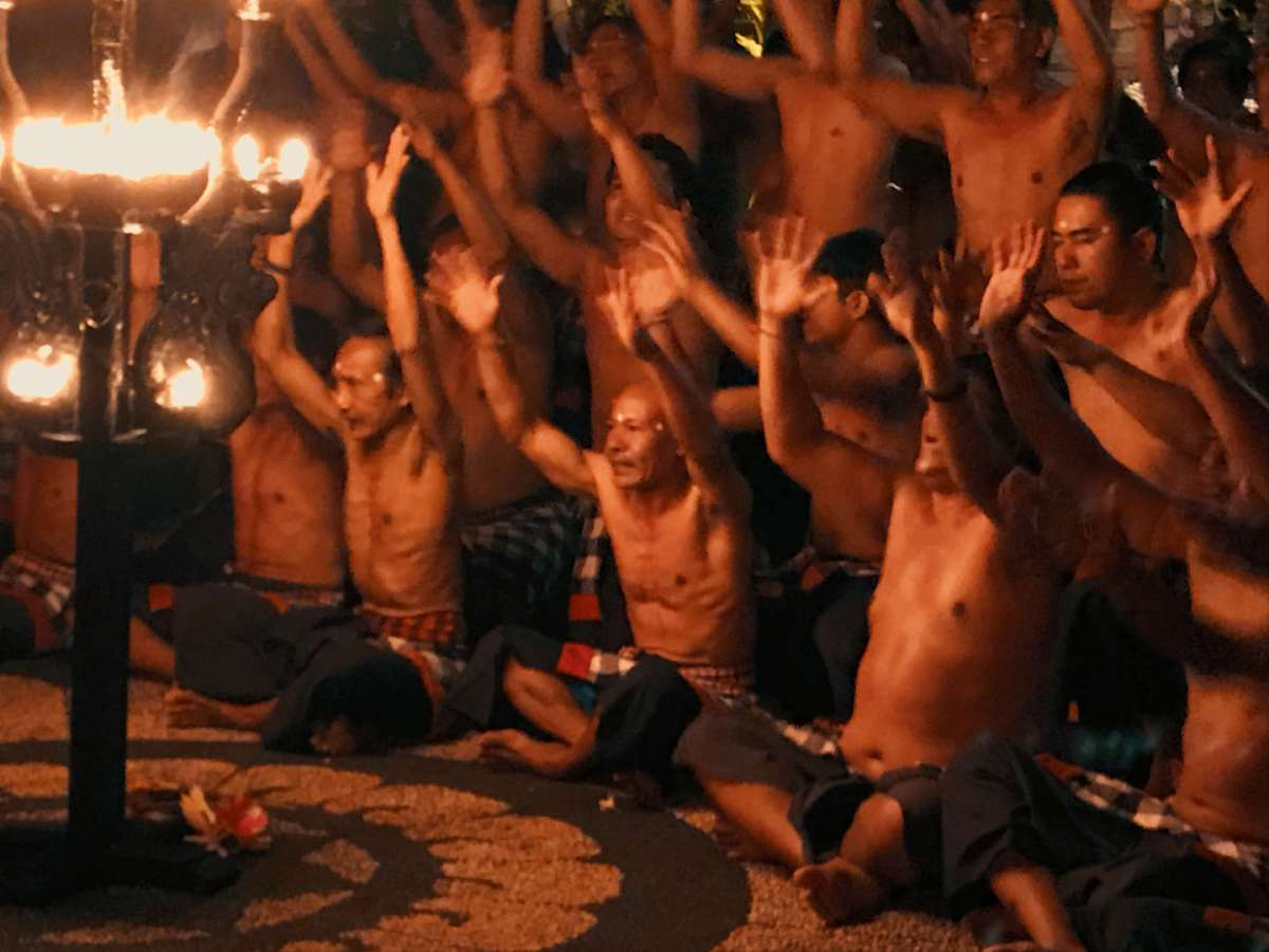 Un momento del coro in un Kecak a Ubud
