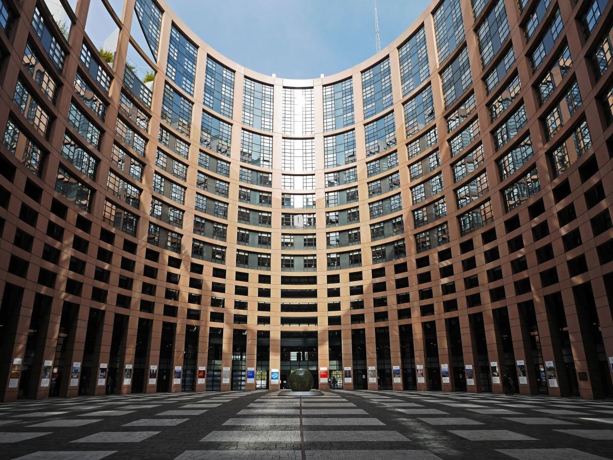 https://i1.wp.com/thesubmarine.it/wp-content/uploads/2018/02/european_parliament_strasbourg_courtyard_parliament_architecture_building_places_of_interest_input-812944.jpgd_.jpeg?fit=1200%2C900&ssl=1