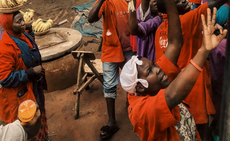 La vita delle donne che fanno funzionare la cittadina di Akidebe, in Uganda