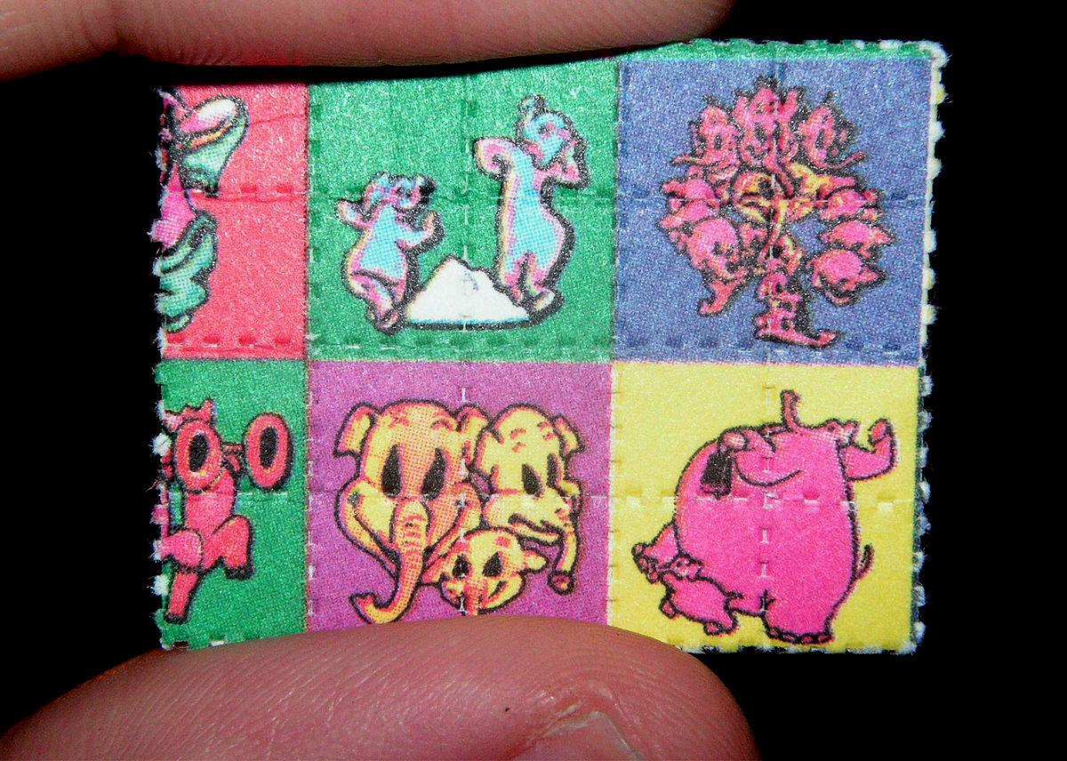 https://i1.wp.com/thesubmarine.it/wp-content/uploads/2018/05/1200px-Pink_Elephants_on_Parade_Blotter_LSD_Dumbo.jpg?fit=1200%2C856&ssl=1