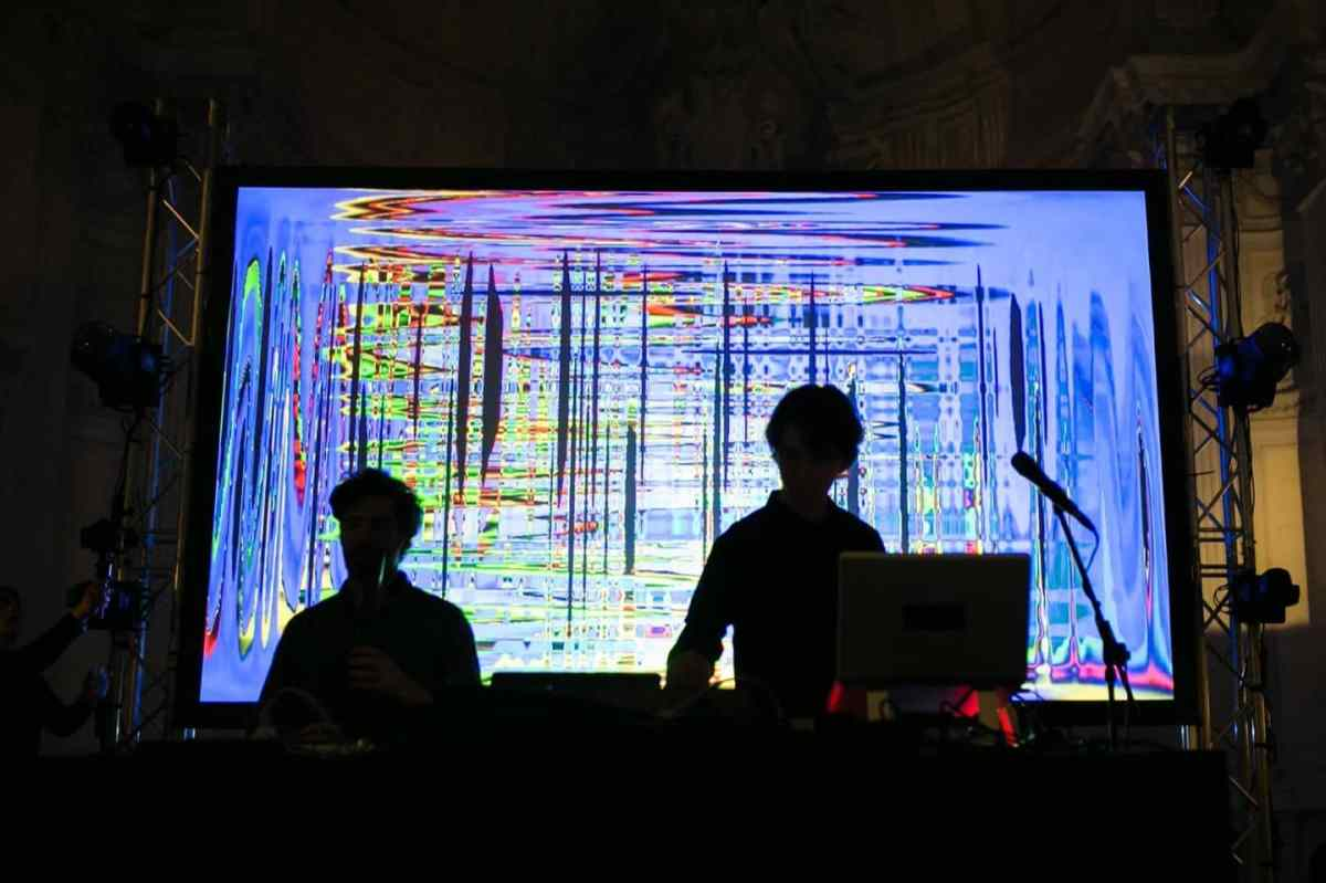 copy-of-electropark-exchanges_15maggio_visible-cloaks_live_03