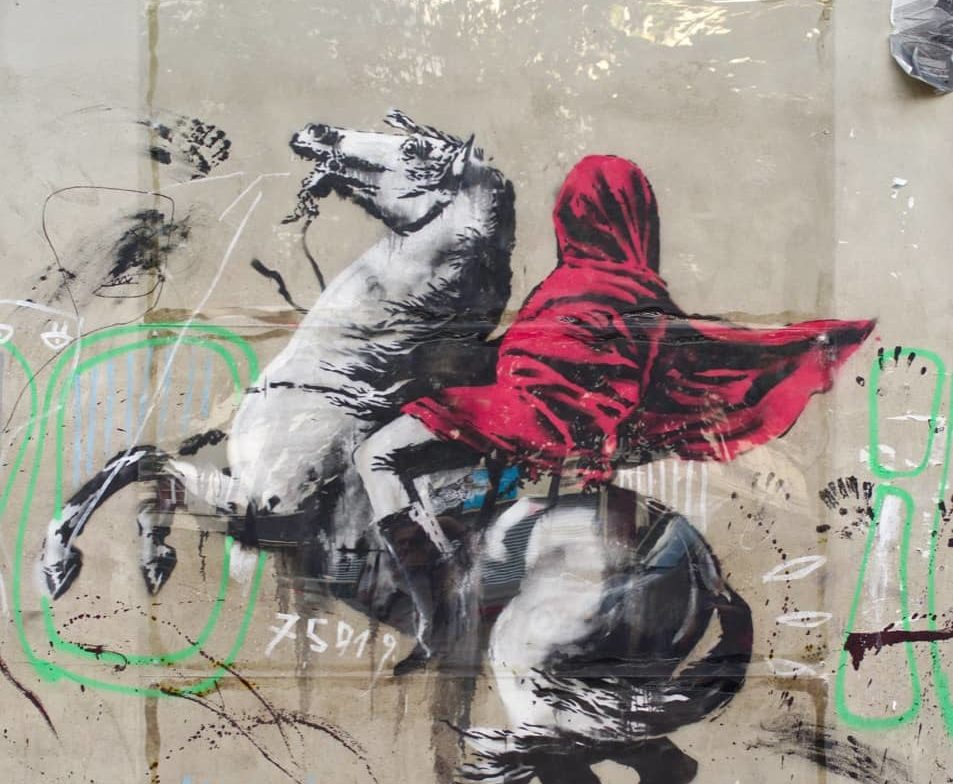 Siamo andati a cercare i nuovi graffiti di Banksy a Parigi