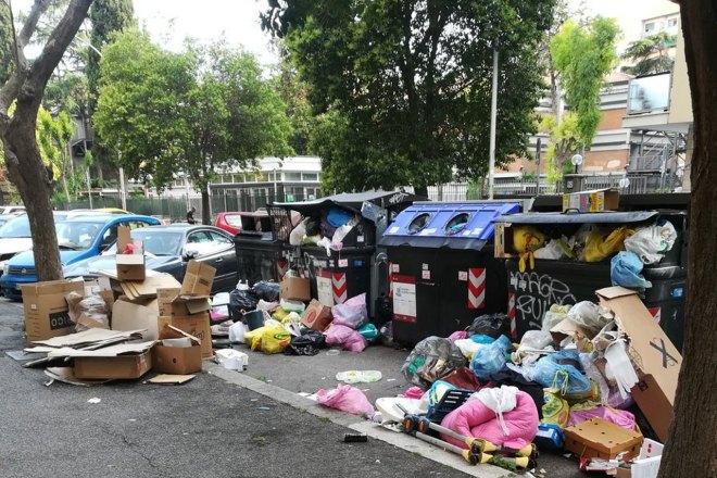 Perché la gestione dei rifiuti funziona a Milano e non a Roma