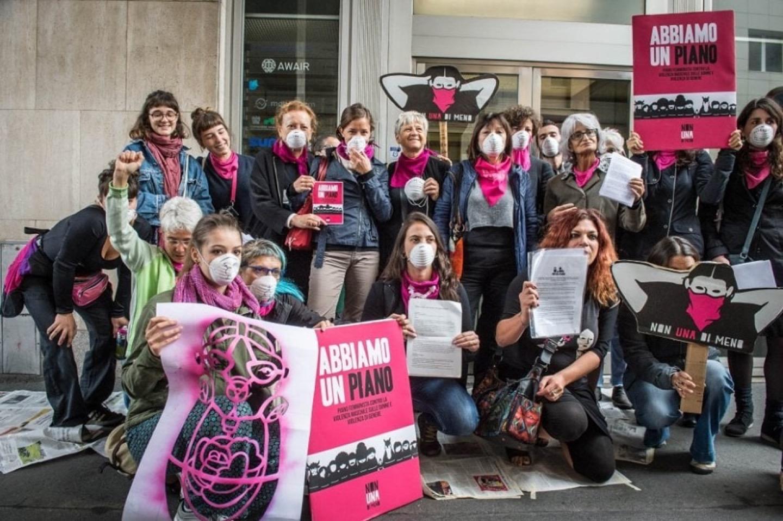 Tra Vespa e Fabio Volo, il giornalismo italiano ha un disperato bisogno di femminismo