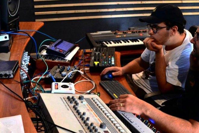Siamo stati a 24/h Records per capire come si fa a realizzare una traccia techno in 24 ore