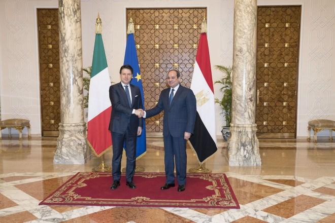 L'Italia deve smettere di vendere armi all'Egitto, e non solo per Giulio Regeni