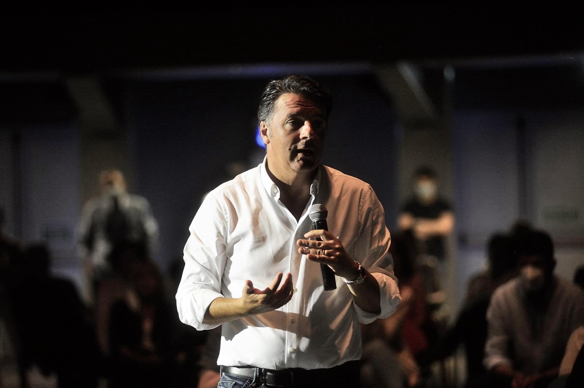 Il disperato tentativo di Renzi di sembrare rilevante