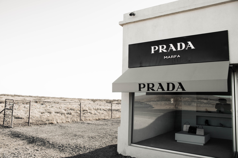 Rivoluzione Prada alla Milano Fashion Week 2021: lo stile classico coniugato al futuro