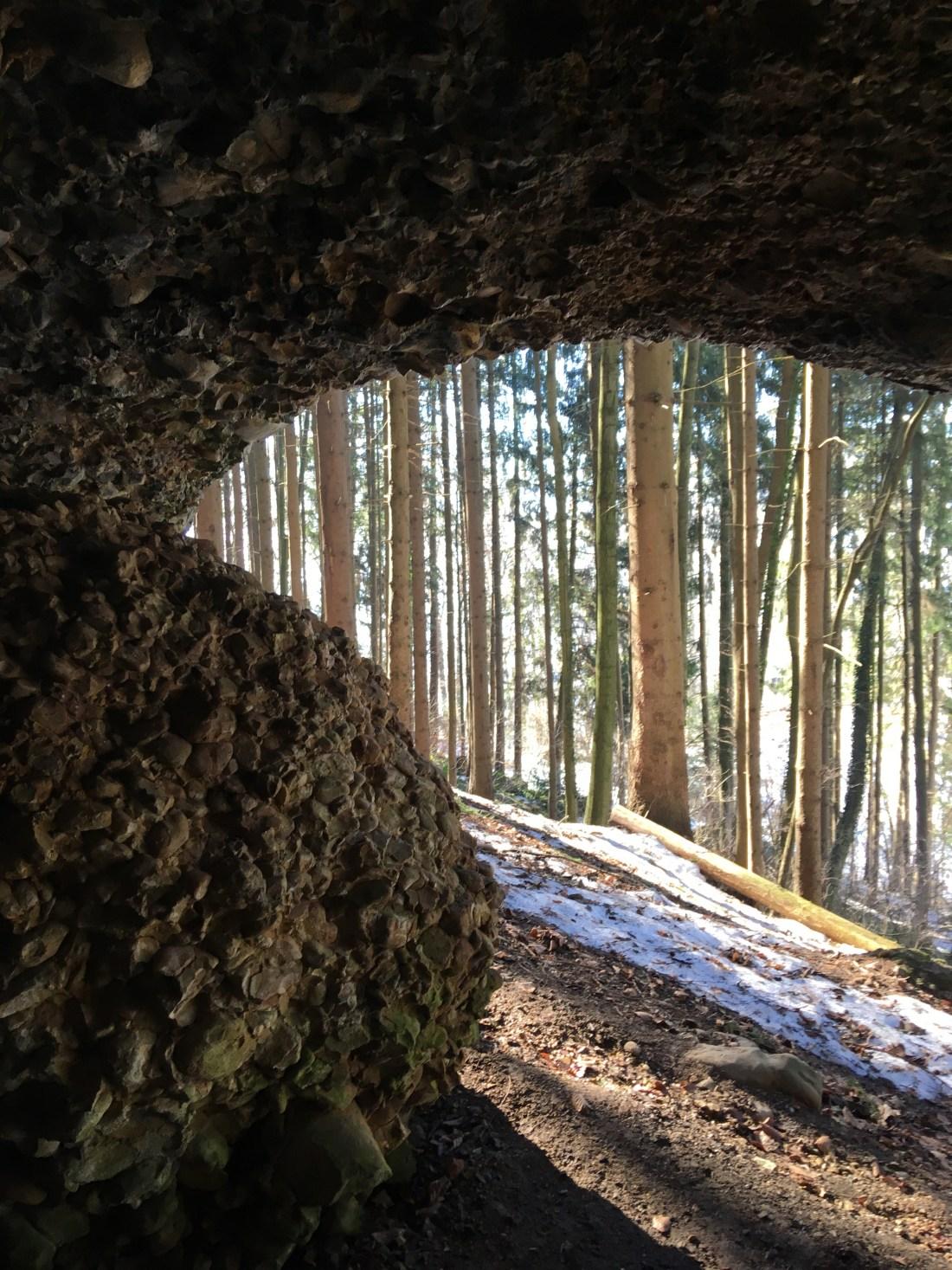 Wandern mit Kindern in Vorarlberg, gebhardsberg, oberes känzele, hausberg bregenz, rheindelta, wunderschöner ausblick, bester ausblick in vorarlberg, inspiration wandern mit kindern, bärenhöhle