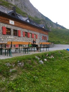 Ravensbuger Hütte, Hüttenübernachtung mit Kindern, wohin mit kindern, wohin heute, 2 tages tripp, wandern mit Kindern in vorarlberg, spannende orte in vorarlberg, familienwandern, lech, spullersee, hiking in europe, hiking with children, hiking in vorarlberg,