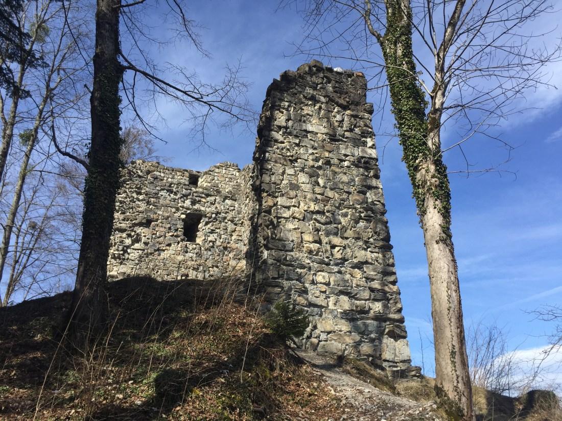 Ruine Ramschwang, Nenzing Ruine, Wandern mit Kindern, Hexenstein, prähistorische Brandopferstätte