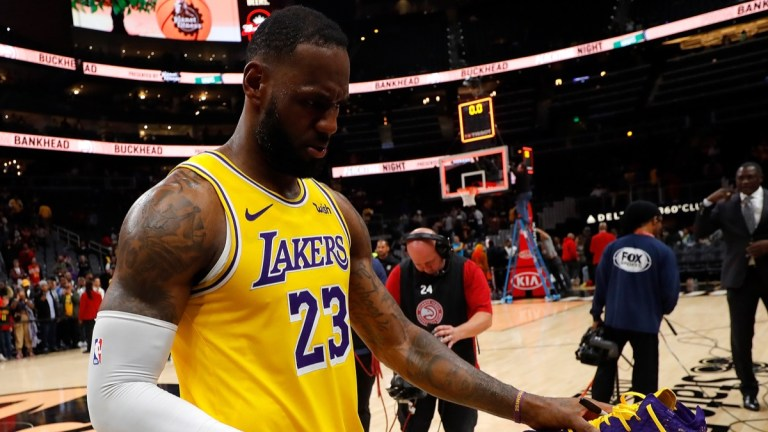 """LeBron James, """"devastated"""" by Kobe Bryant: """"I promise I will continue with your legacy"""""""