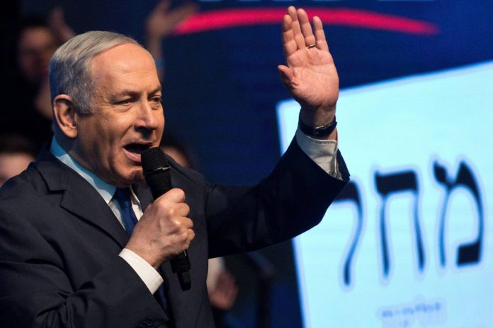 Netanyahu leads the elections in Israel and would achieve an absolute majority, according to the first results