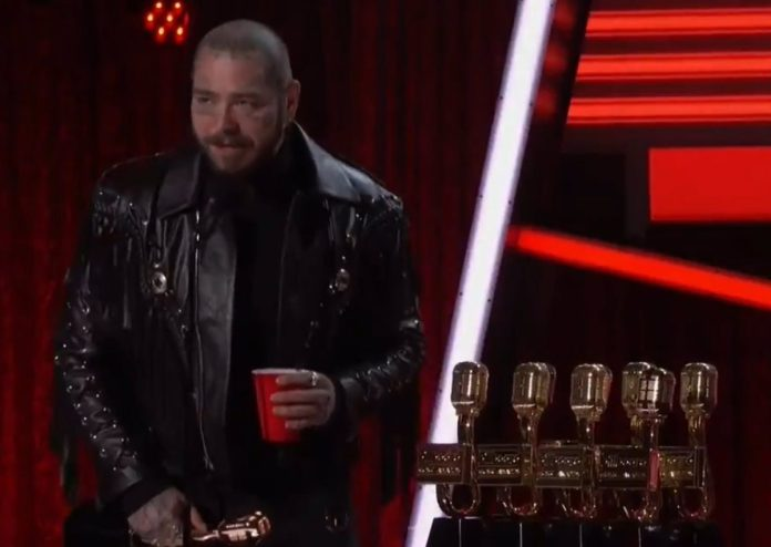 Post Malone sweeps the Billboard Music Awards that also reward Billie Eilish and Bad Bunny
