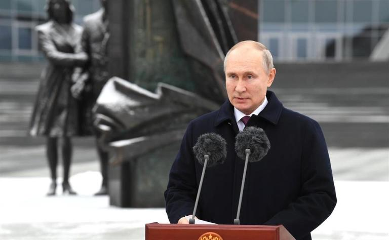 """Putin urges not to """"cross the red line"""" with Russia and promises an """"immediate"""" and """"energetic"""" response"""