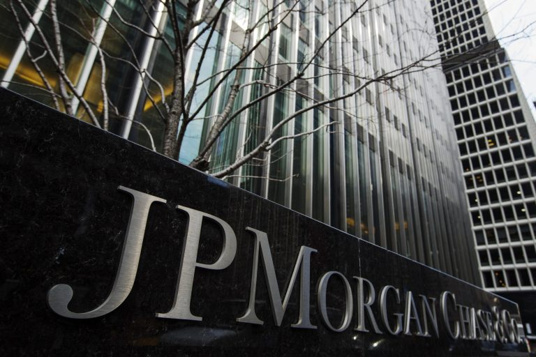 JPMorgan earns 10,085 million in the second quarter, more than double, after releasing provisions