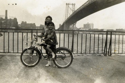 Photo:  Family Under Williamsburg Bridge