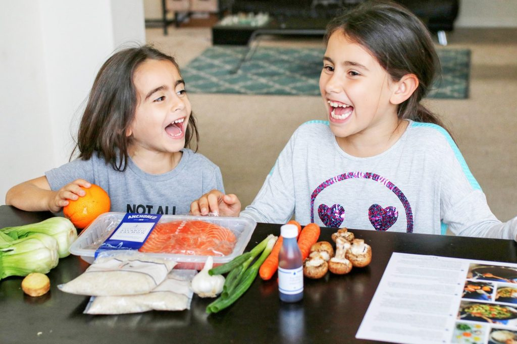 blue apron, fresh meals, meal planning, meal planning for families, meal subscription, fresh meals, food subscription delivery service, food subscription delivery, healthy kid foods, mom blog, mom blogger, mom bloggers, mom blogs, family friendly dishes, recipes, recipe, food blog, food bloggers