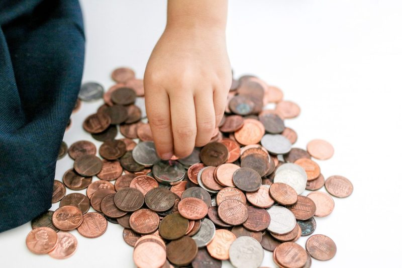 allowance, pros and cons of allowance, getting kids to clean, mommy blog, mom blogger, family blog, family influencer, instagram, mother, father, tween blog, dad blog, travel family blog, United States, family travel blogs, 2018, mom blog, top, best, mommy blogger, daddy blog, tween blogger, child brand influencer, the super mom life, dad blog, dad blogger