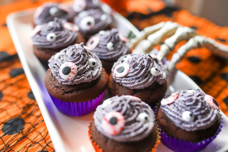 trick or treat halloween cupcakes