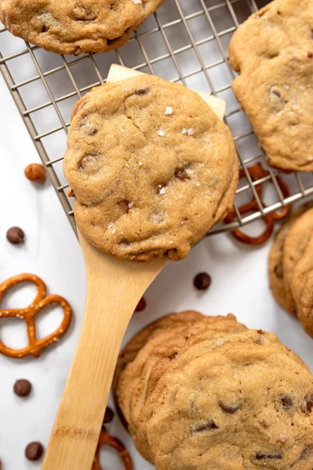 removing a homemade cookie off of it's cooling rack