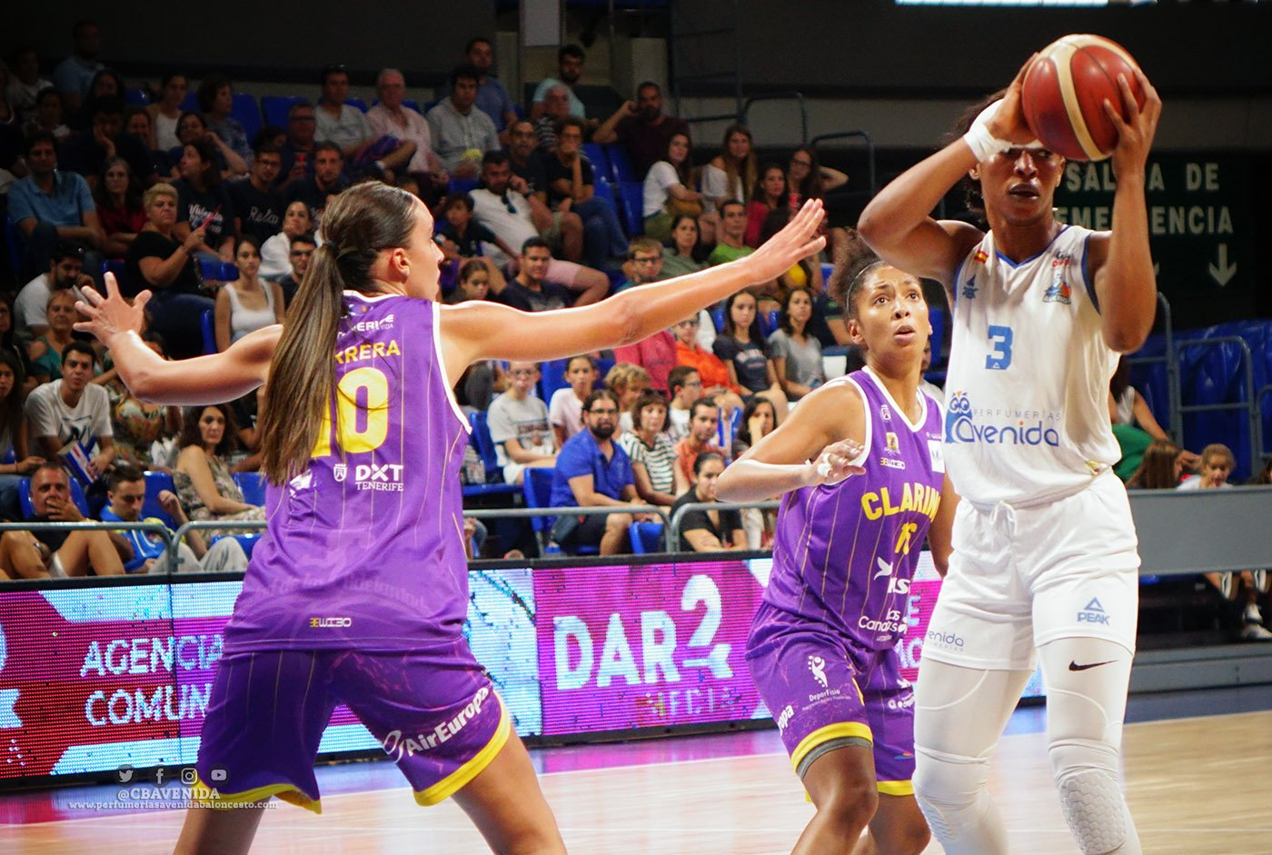EVELYN AKHATOR STARS IN SEDIS BÀSQUET ROUT