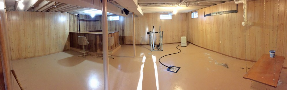 Basement with bar (Panoramic photo, walls may appear curved)