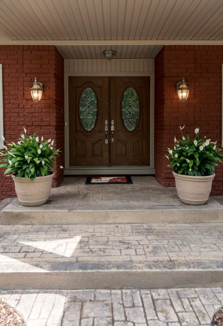 6 Front Porch & Entry