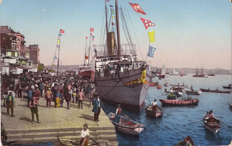 Vieilles cartes postales - Istanbul - 11 - Navire sur le Bosphore