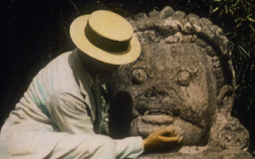 L'homme qui gratouillait le menton des statues à Borobudur