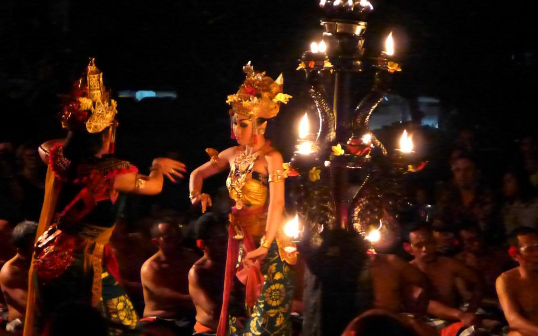 L'épopée de Rama contre le démon Rhawana : kecak à Ubud, Bali