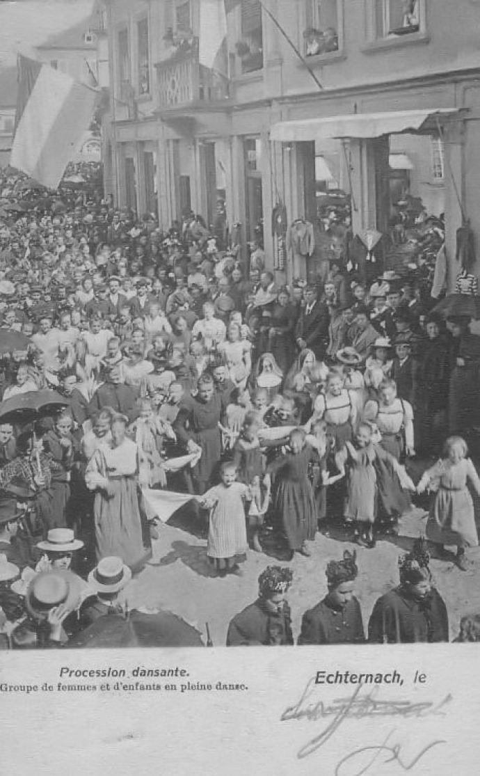 Echternach - Procession dansante - danseuses et enfants
