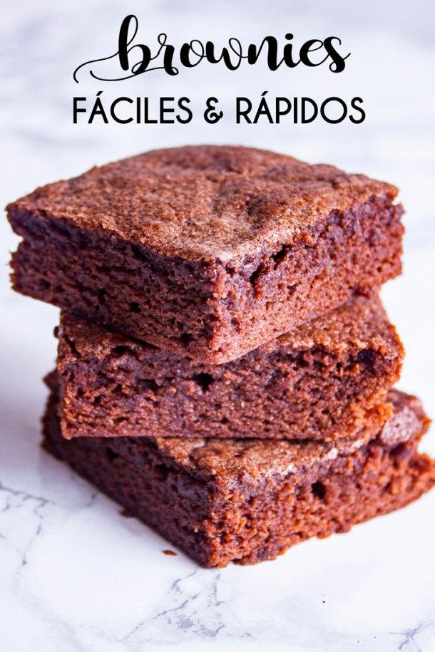 Altero de brownies con leyenda que dice Brownies Faciles y Rapidos