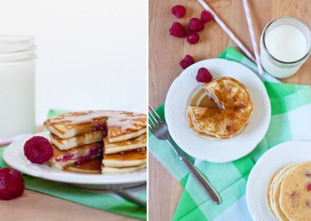 Vista de arriba a un plato de Hotcakes de Frambuesa bañados en miel