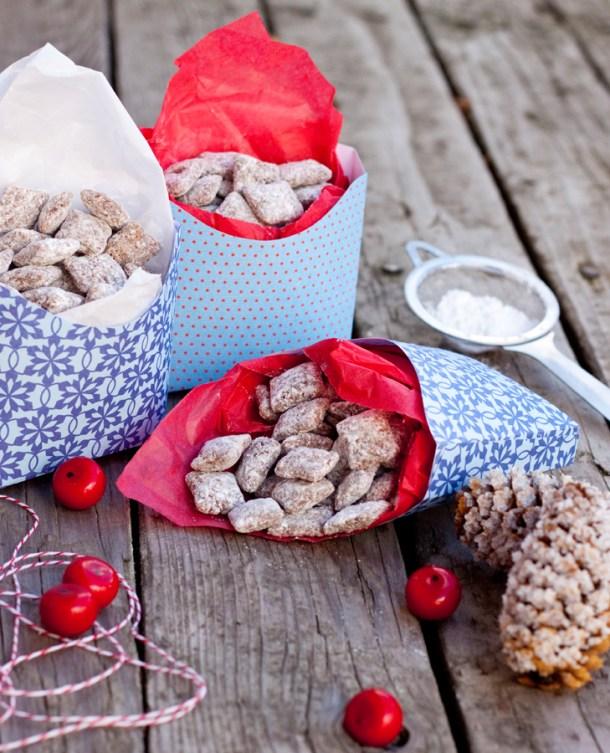 Imagen de tres cajitas de dulces llenas de Muddy Buddies