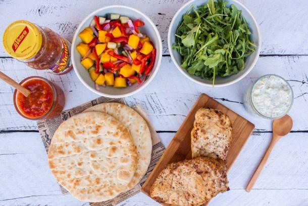 gyros de pollo con arugula, mango y salsa mango habanero