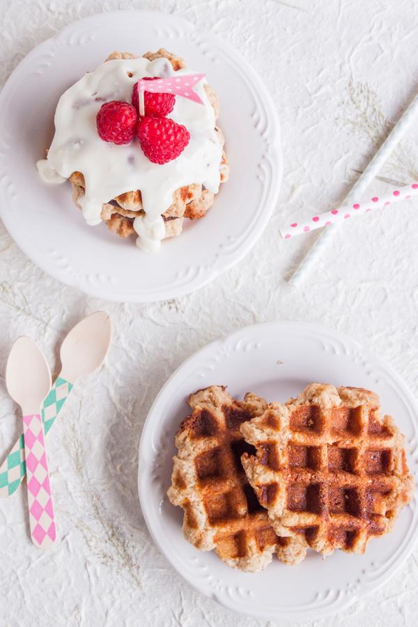 Receta de Pastel de Waffles con Nutella y Frosting de Queso Crema