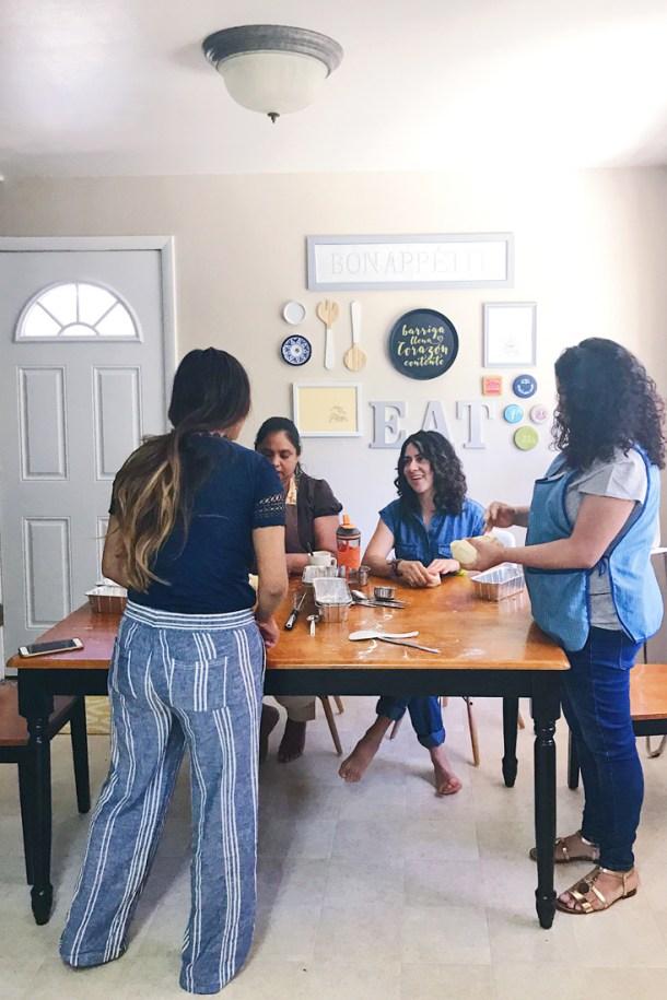 Amasando en el Manos a la Masa Workshop: Taller de Panadería Casera