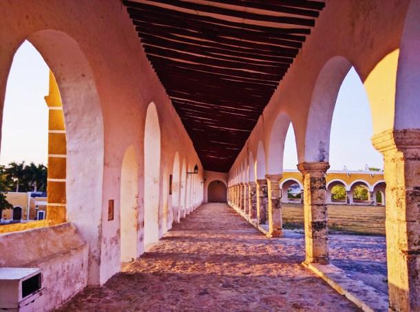Arcos del Convento de San Antonio de Padua en Izamal, Yucatán